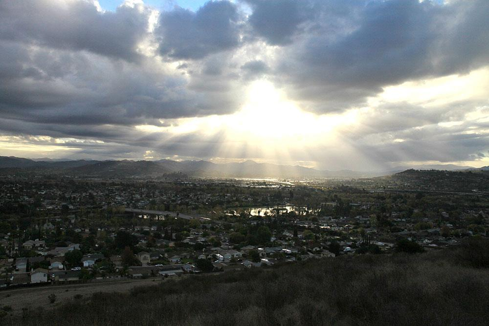 Scenic_view_of_Santee_looking_east_over_Santee_Lakes